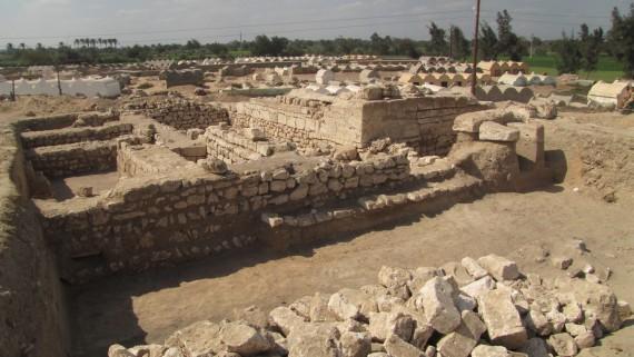 Az utolsó fotó az ásatás végén. (Háttérben a mai muslim temető)