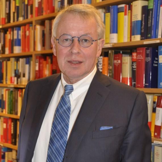 Dr. Gerhard Strate, a német sztárügyvéd