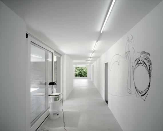 Az illusztráció a svájci Grieder House folyosóján készült